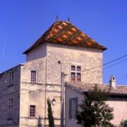 Couverture en tuile émaillée du château de Caveirac (Gard) photo: Françoise Miller.