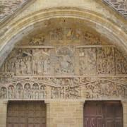 Archivolte du portail de l'abbatiale Sainte-Foy de Conques (Aveyron) et ses sculptures romanes du début du 12e siècle - photo: Françoise Miller.