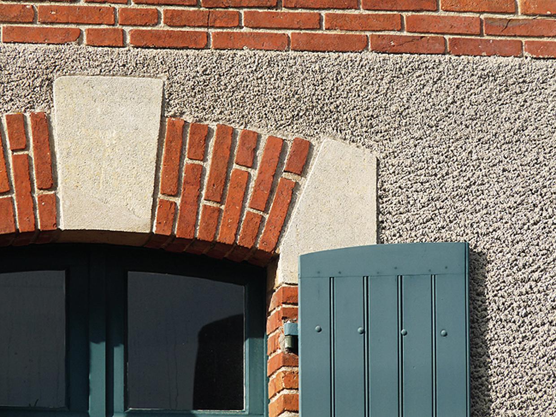 angle de fenêtre d'une maison ancienne de loire atlantique