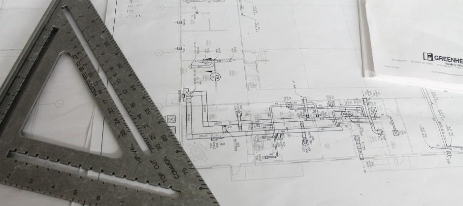 plan d'architecte avec une équerre