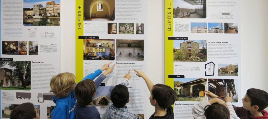 Les élèves de CP/CE1 et de CE2 de l'École Internationale Antonia visitent l'exposition « Ni Vu / Ni Connu » au CAUE de l'Hérault
